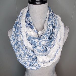 BP. Scarf in blue and white